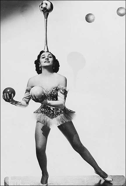 jugglingwoman-3